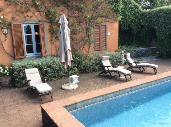 Coreglia Antelminelli, Italy: Pool and sun beds