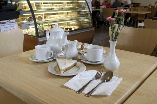 Woodlea Tearoom: Tea and Bakewell Tart