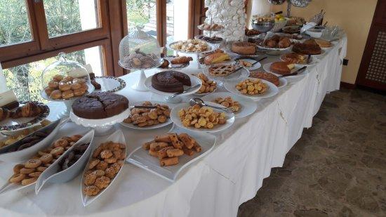 Kuchenbuffet - Bild von Hotel Mon Repos, Sirmione - TripAdvisor