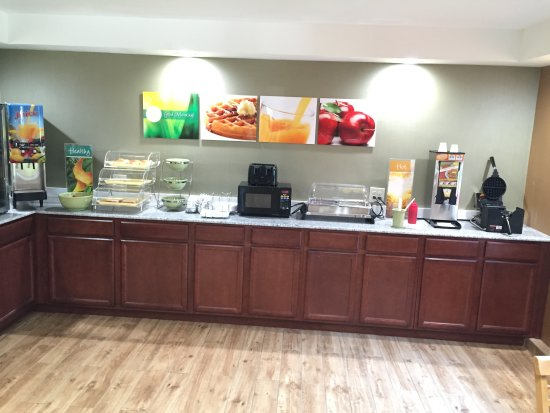 Quality Inn Near Pimlico Racetrack: BREAKFAST COUNTER