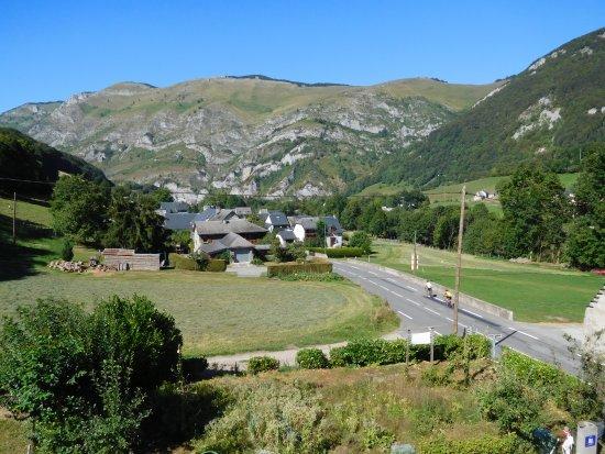 Auberge des Pyrenees: hôtel entouré par cette vue
