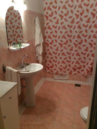 George Hotel: Bathroom.