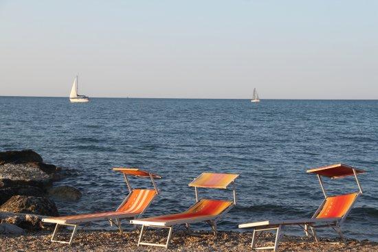 spiaggia di sassi - picture of baia vallugola, gabicce mare ... - Bagno Zen Gabicce Mare