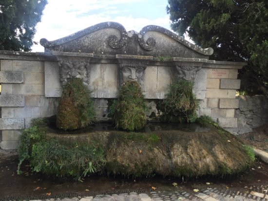 forme élégante meilleure valeur apparence élégante Fontaine aux Trois Masques - Photo de Fontaine aux Trois ...
