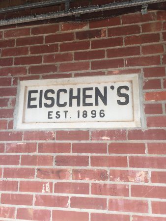 Eischen's Bar: Great Chicken !