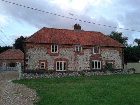 Weasenham All Saints, UK: Front of property
