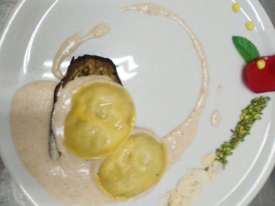 โนกาโรลรอคคา, อิตาลี: L'antipasto settembrino con fichi, risotto al Valpolicella, ravioli con melanzane e ricotta, tor