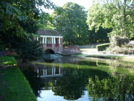 River, UK: Oriental Bridge at Russell Gardens