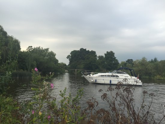Sonning on Thames, UK: River of Thames - Beside of the Coppa Club - Reading