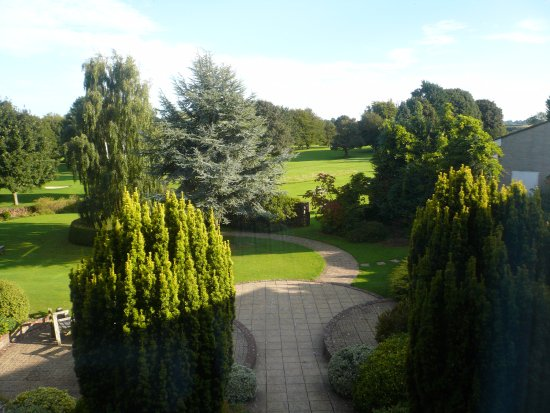 Midsomer Norton, UK: View from Deluxe room over the golf course