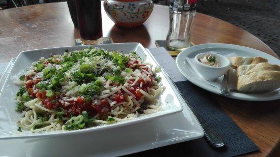 Dinee-Cafe Veertien: Een spaghetti, lekker maar te weinig.