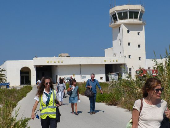 Santa Maria Village: rush hour at Milos airport