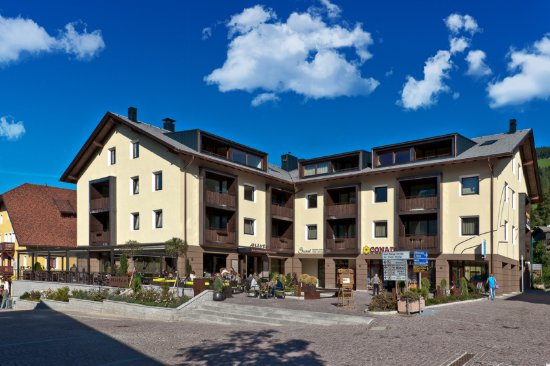 Ariston Dolomiti Residence: Aussenansicht - Sommer