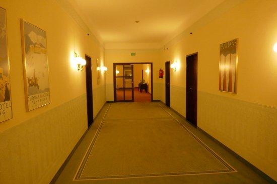 Semmering, Autriche : ekelhafte Teppiche im Gang ...