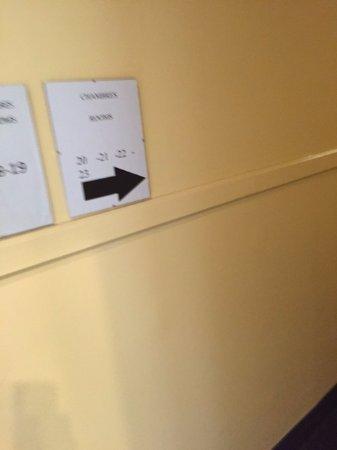 Hotel Bon Accueil: Hallway