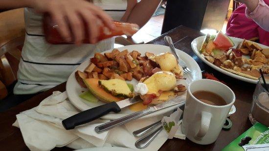 Courtenay, Canada: Actual plates...  Huge servings