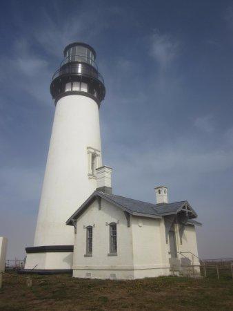Yaquina Bay Lighthouse: Exterior