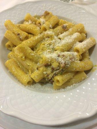 Rigatoni alla carbonara piatto tipico romano perfetti for Piatto tipico romano