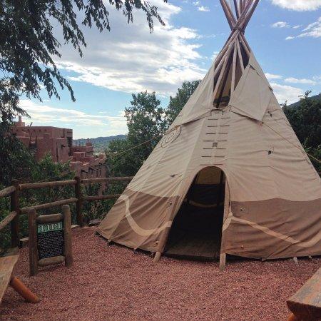Manitou Cliff Dwellings : Yurt