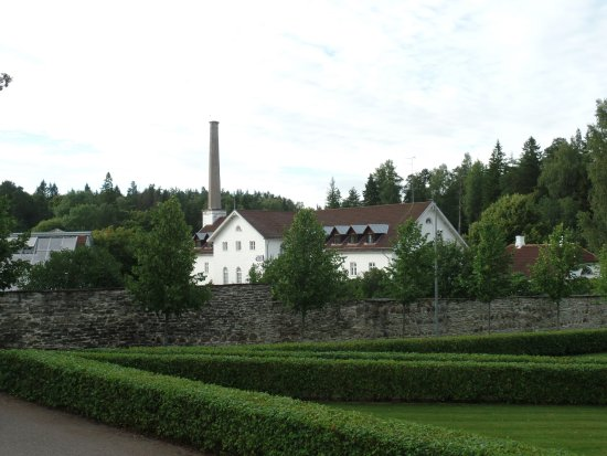 Park Hotel Palmse: The hotel seem from the park