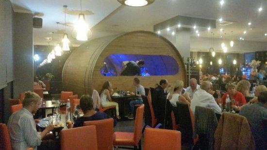 le monde est petit restaurant
