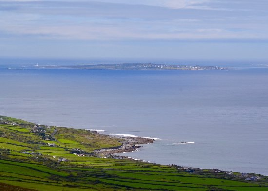 Fanore, Irland: View from Inisheer from Caher Valley Circular walk