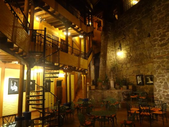 El Meson de los Poetas: Indoor/Outdoor dining area inside of hotel.