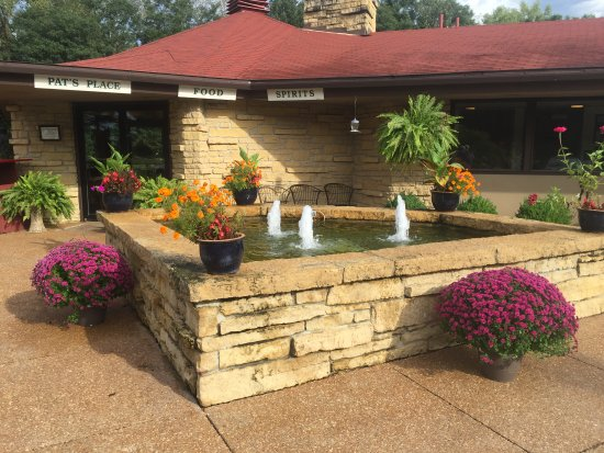 Spring Valley Inn: fall at the fountain