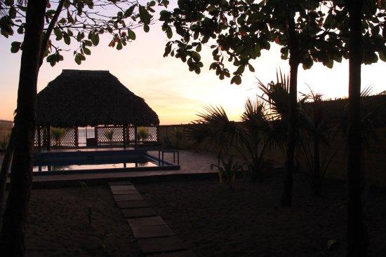 Las Penitas, Nicarágua: The sun had set and I was enjoying a cocktail.