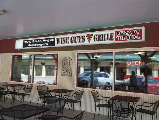 Wize Guyz Grille: Outside Dining
