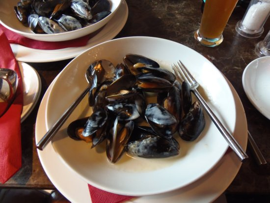 1 lb. mussels in white wine, coconut & lemon grass sauce, Plaza Bar & Grill, Killarney, Ireland