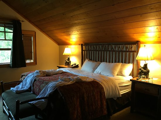 The Whiteface Lodge: Master bedroom upstairs w/ensuite bath