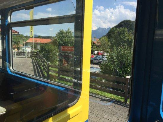 Brannenburg, Alemania: In der Zahnradbahn, unten im Talbahnhof