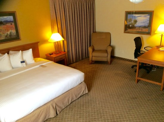 Sierra Suites: King size room