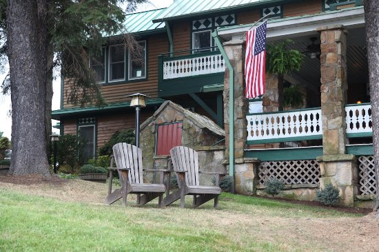Lake Pointe Inn Photo