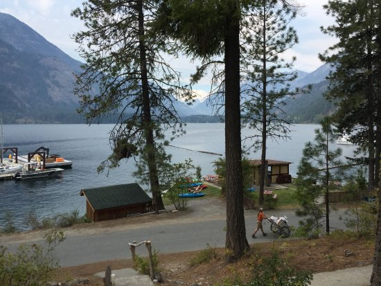 North Cascades Lodge at Stehekin: View from our cabin.