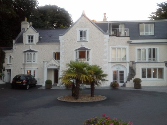 Fermain Valley Hotel: Front of hotel