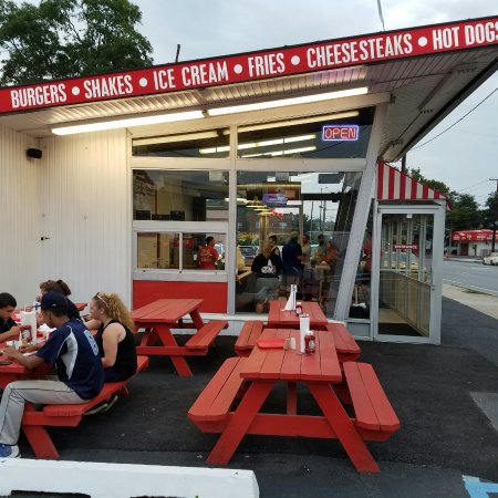 Sid's All American burgers in Glenn Cove