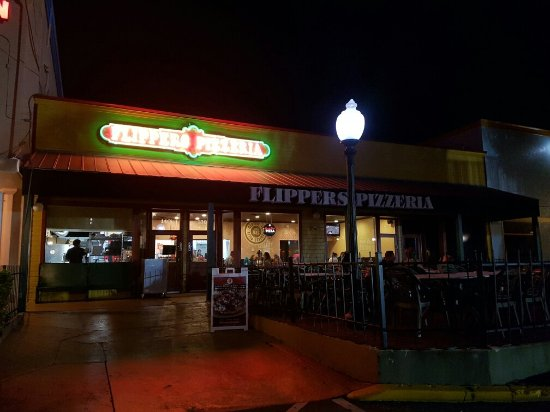 Flippers Pizza: 20160909_211708_large.jpg
