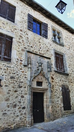 Charente, Frankrig: Environs : Rochechouart, la ville