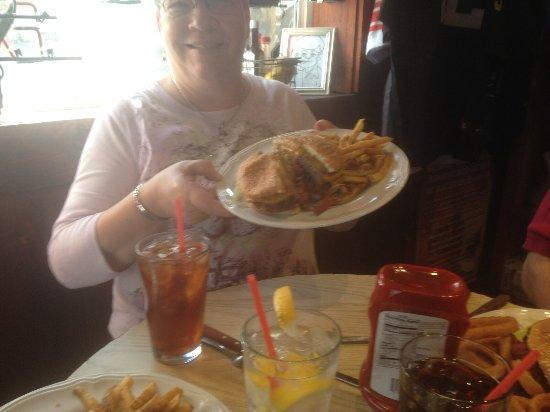 Murray's Saloon & Eatery: Hamburger plate