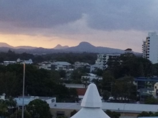 M1 Resort: Mt Coolum and roof of the the Big Top mall