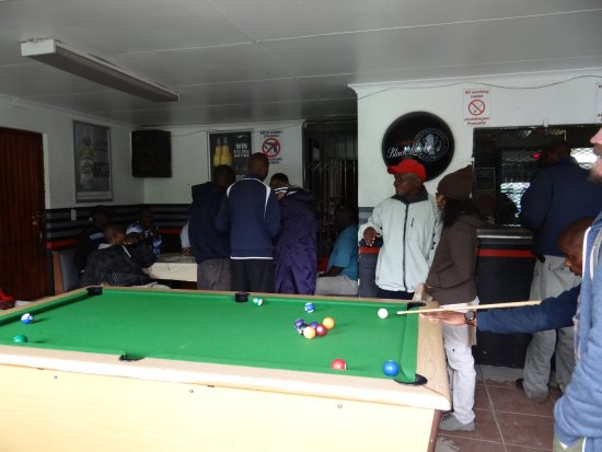Khayelitsha, Güney Afrika: Sheeban Bar in Imizamo Yethu Township