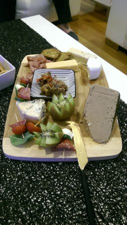Port Sorell, Australia: complimentary antipasto plate already half devoured