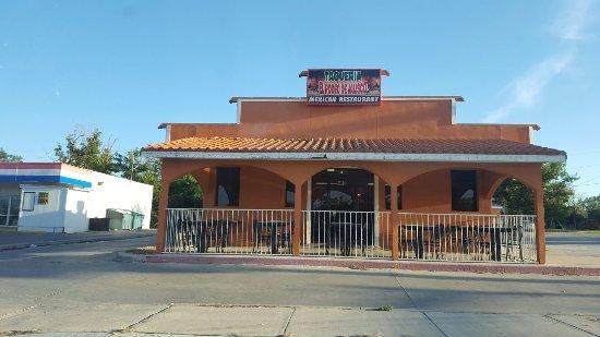 Hondo, TX: Casual, family friendly atmosphere