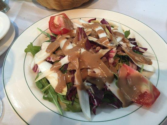 Porto-bello Restaurant: Mixed leaf side salad Italian style