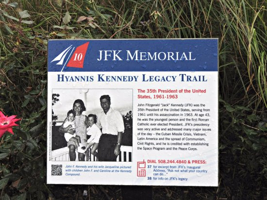 John F. Kennedy Memorial: Trail