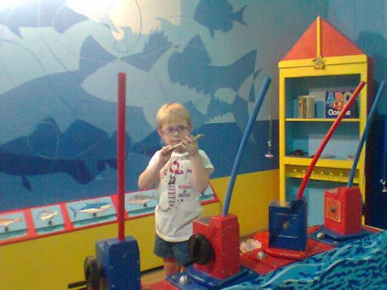 Cape Cod Children's Museum: Fishing w magnets!