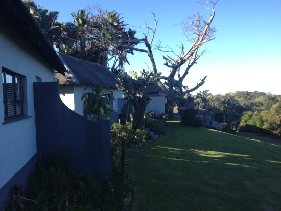 Kei Mouth, Sør-Afrika: Well-manicured lawns amidst a tropical foliage