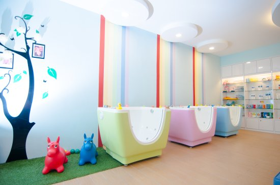 Bubbly Baby Spa: Interior - Small Tubs for babies below 5 months